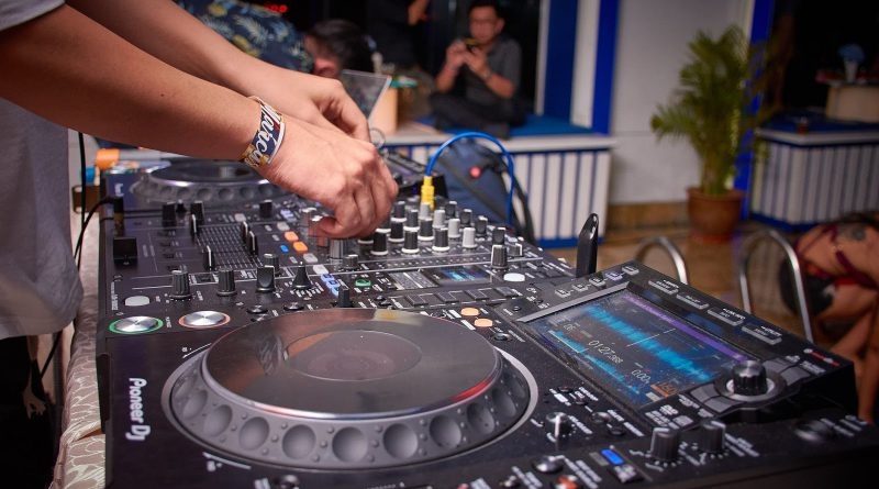 Audio And Video Equipment Manufacturing Market